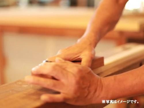 418391821-miyazak-shi-カンナ-削ル-大工-工場